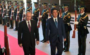 Владимир Путин с премьер-министром Японии Синдзо Абэ. Фото: kremlin.ru