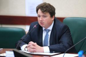 Исполняющий обязанности заместителя председателя регионального правительства Александр Шендерюк-Жидков. Фото: gov39.ru